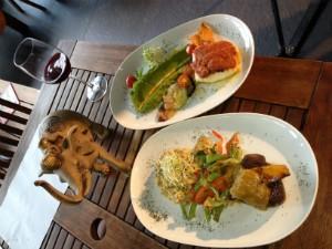 Apresentadores visitaram restaurantes em Balneário Camboriú (Foto: Camille Reis/RBS TV)