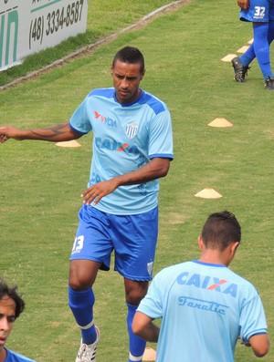 Adriano Chuva já treina com os jogadores do Leão (Foto: Paulo Evangelista)