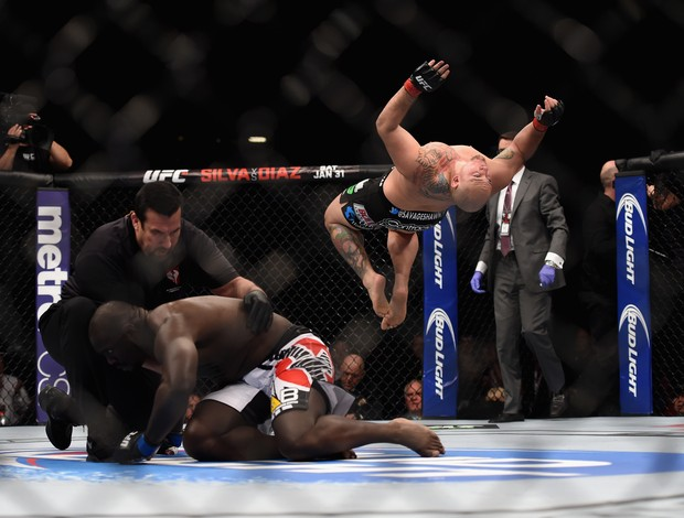 Shawn Jordan x Jared Cannonier - UFC 182 (Foto: GettyImages)