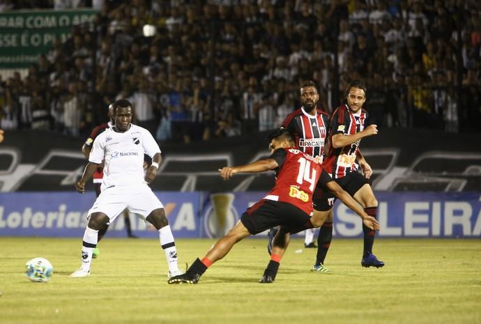 ABC - Jones Carioca, atacante - ABC x Botafogo-SP (Foto: Alexandre Lago/GloboEsporte.com)