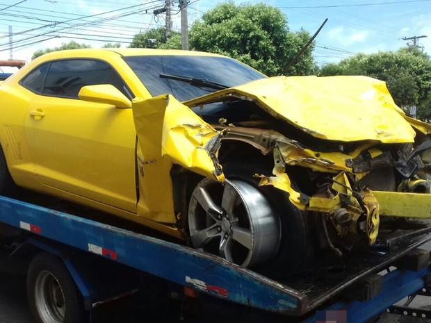 Motorista de carro de luxo perdeu controle da direção do veículo (Foto: Reprodução/TV Tem)