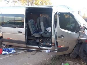 Acidente com van deixa feridos na rodovia BR-262 em MG (Foto: PRF/Divulgação)