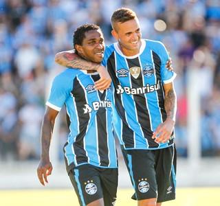Bolaños e Luan contra o Veranópolis (Foto: Lucas Uebel / Grêmio, DVG)