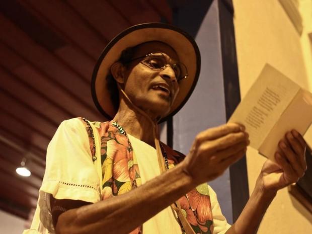Aroldo Pereira, que também é coordenador do Psiu Poético, já lançou seis obras. (Foto: Arquivo pessoal)
