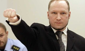 Assassino de 77 pessoas na Noruega é admitido em universidade