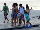 Rafaela Mandelli curte fim de tarde na orla do Rio com a família