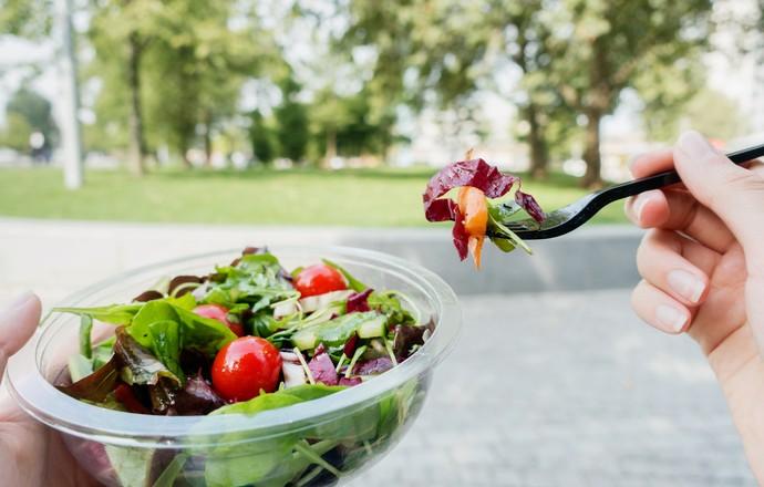 EuAtleta - salada alimentação saudável (Foto: Getty Images)