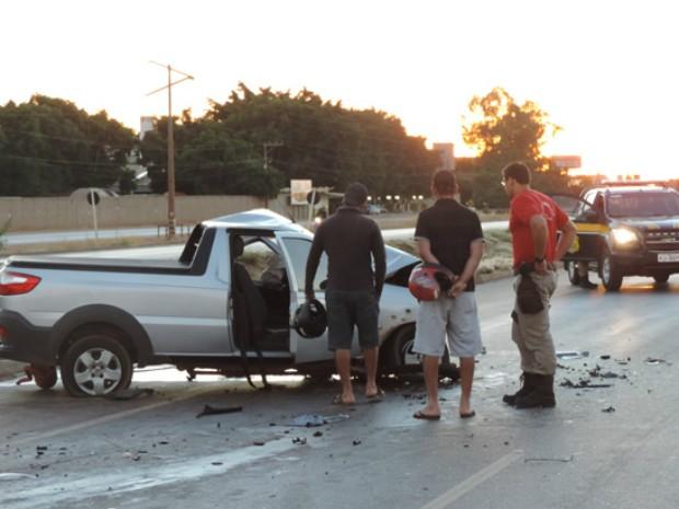 Motorista da caminhonete teve ferimentos graves (Foto: Blog Sigi Vilares)