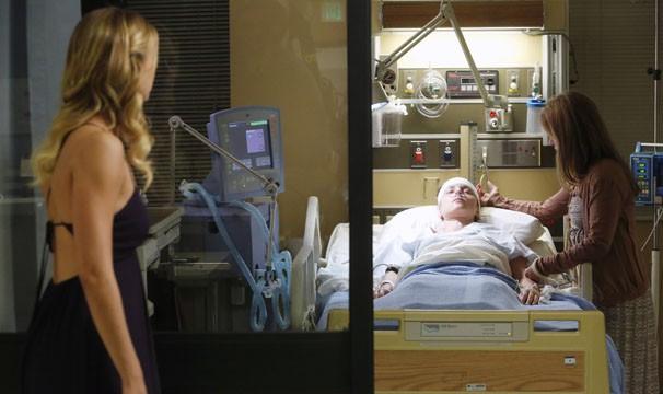 Amanda fica entre a vida e a morte, depois de se acidentar na mansão dos Grayson (Foto: Divulgação / Disney Media Distribution)