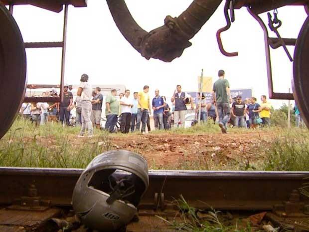 Mulher morre após ser atropelada e arrastada por trem em Sumaré, SP  (Foto: Reprodução / EPTV)