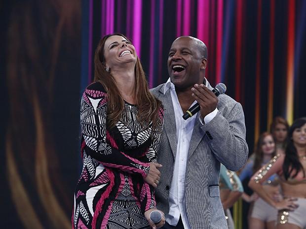 Os atores se divertiram no palco do Domingão (Foto: Raphael Dias/ Gshow)