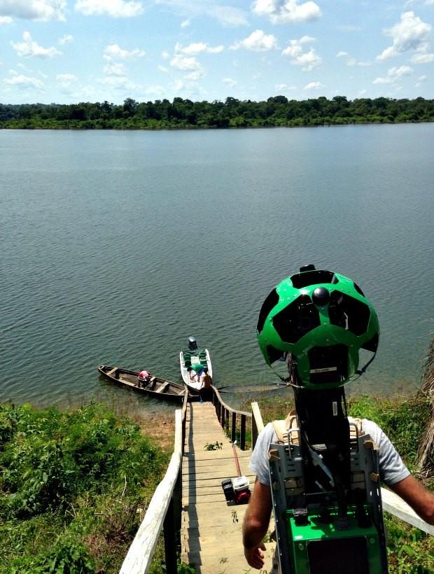 Operador com equipamento que captou imagens (Foto: Divulgação/Gabriel Ribenboim)