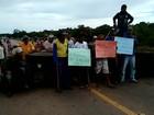 Em MT, trabalhadores voltam a fechar rodovia após trégua no domingo