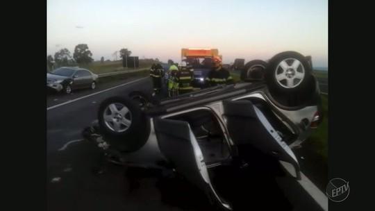 Mulher fica ferida após bater e capotar carro em rodovia em Franca, SP