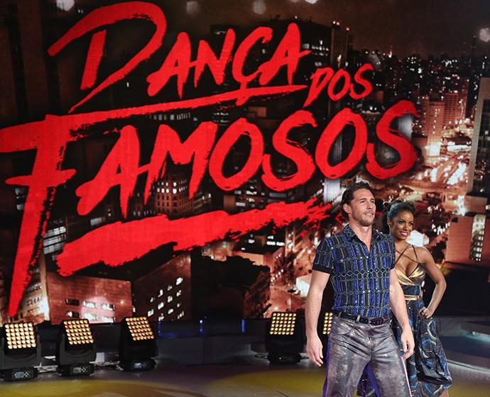 Flávio e Ivi mostram sintonia durante noite do rock no 'Dança' (Foto: Carol Caminha/Gshow)