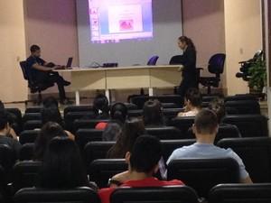 É o primeiro ano em que acadêmicos da Unir são capacitados no projeto do TRE-RO (Foto: Suzi Rocha/G1)