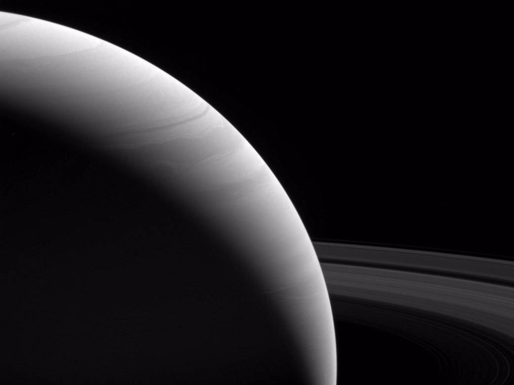 A luz do dia ilumina Saturno e seus aneis  (Foto: NASA/JPL-Caltech/Space Science Institute)