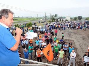 Trabalhadores fizeram assembleia nesta quarta-feira em Piracicaba (Foto: Mateus Medeiros/Sindicato)