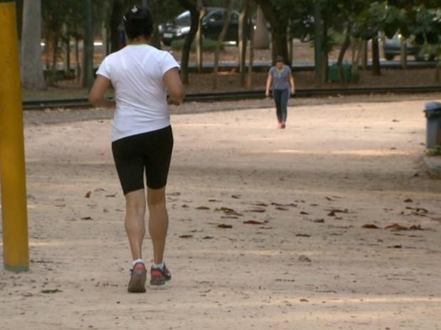 Cardiologista recomenda atividades moderadas, de três a quatro vezes na semana (Foto: Reprodução/EPTV)