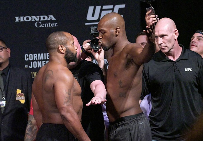 Daniel Cormier, Jon Jones, pesagem UFC 214, encarada (Foto: Evelyn Rodrigues)