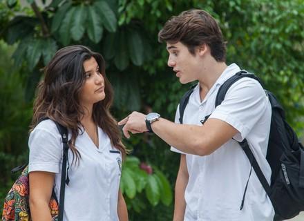 Rodrigo chama Luciana de falsa e sonsa em conversa com Lívia