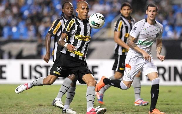 Figueirense e Botafogo se enfrentam nesta quarta-feira, às 22h (Foto: Wagner Meier / AGIF)