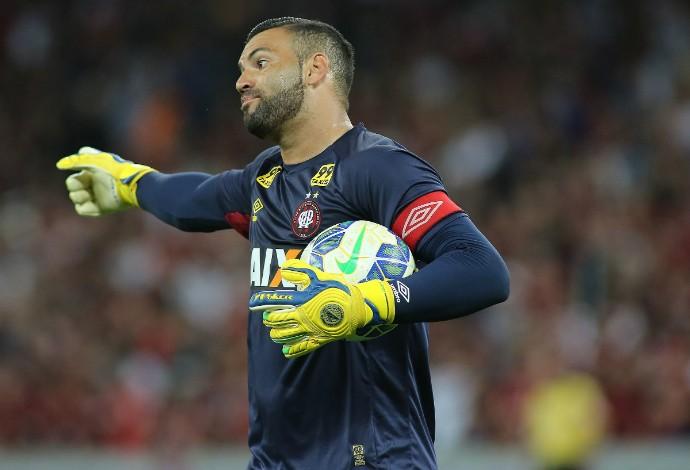 Weverton, goleiro do Atlético-PR (Foto: Giuliano Gomes/PR PRESS)
