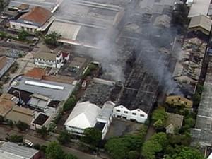 incêndio porto alegre corpo de bombeiros (Foto: Reprodução/RBS TV)