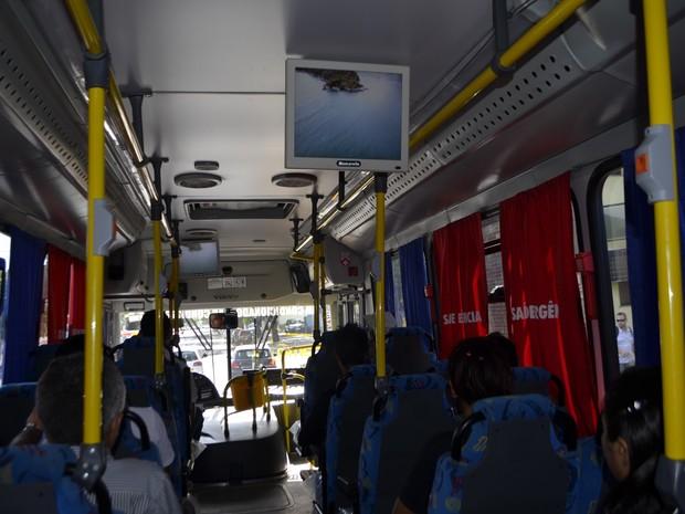 Ônibus climatizado com TV Digital da linha intermunicipal Macapá-Santana (Foto: Maiara Pires/G1)