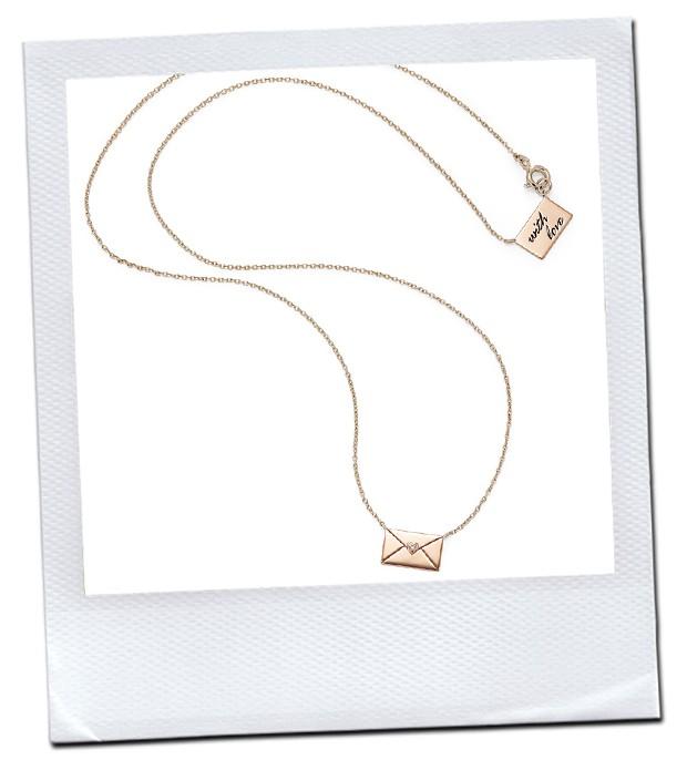 O colar With Love, que remete a uma carta de amor, é uma das novidades  criadas para comemorar a data da154da205
