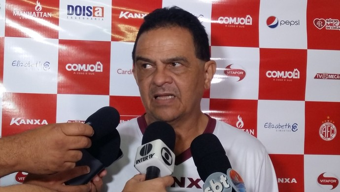 Francisco Diá técnico do América-RN (Foto: Jocaff Souza/GloboEsporte.com)