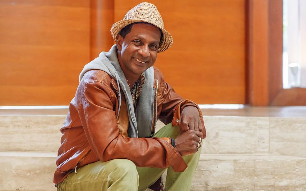 Luís Miranda, no intervalo das gravações de Mister Brau: 'Os negros brasileiros precisam se reconhecer na TV' (Foto: Artur Meninea / TV Globo)