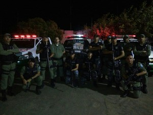 Policiais que participaram da operação (Foto: Divulgação/PM)