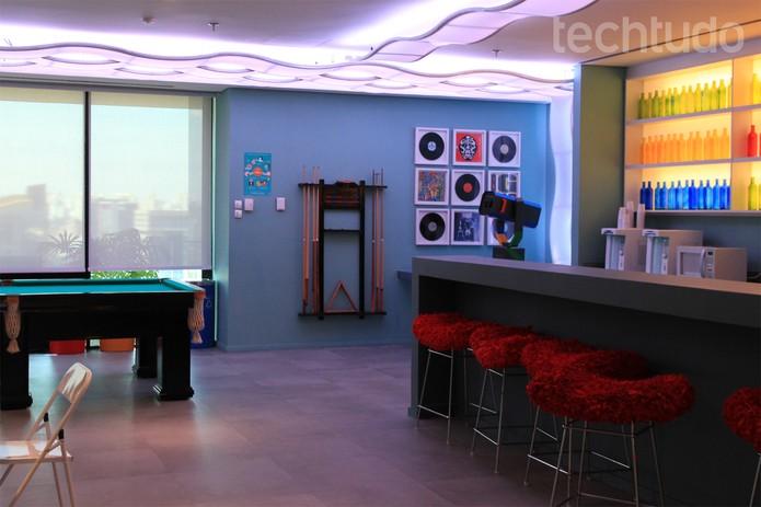 Sinuca e clima de bar embalam a sala de lazer do Google Brasil (Foto: Isadora Díaz/TechTudo)