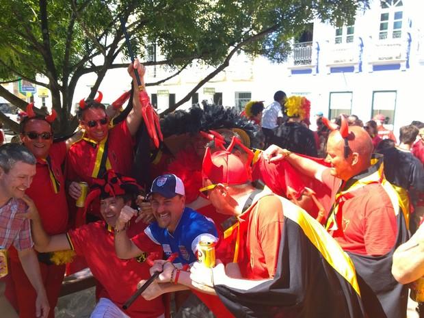 Torcedores belgas fazem festa em Salvador (Foto: Yuri Girardi/G1)