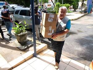 Caixas foram levadas para a PF (Foto: Marlon Costa/Pernambuco Press)