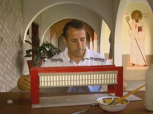 Monge do mosteiro de Rio Pardo descobriu hobby com maquetes  (Foto: Reprodução EPTV)