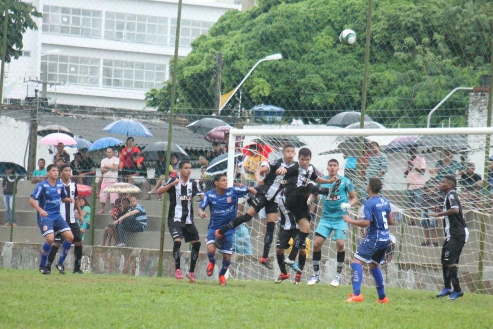 Apesar de interditado, Juvenal Lamartine é liberado para que jogadores levem familiares (Foto: Canindé Pereira/América FC)