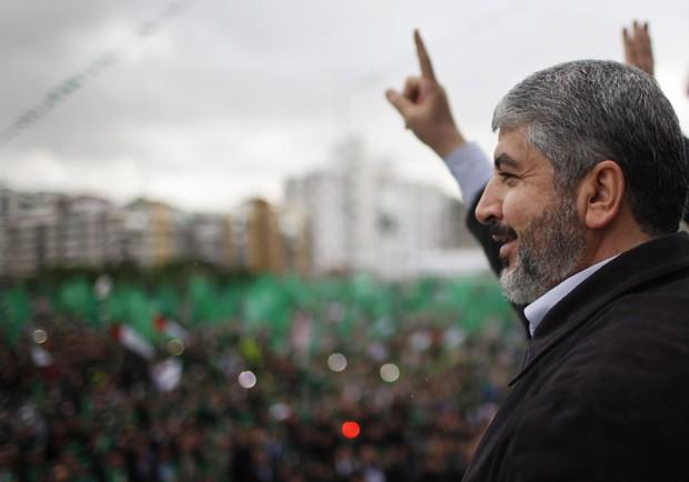 O líder do Hamas, Khaled Meshaal, discursa neste sábado (8) na Faixa de Gaza (Foto: Reuters)