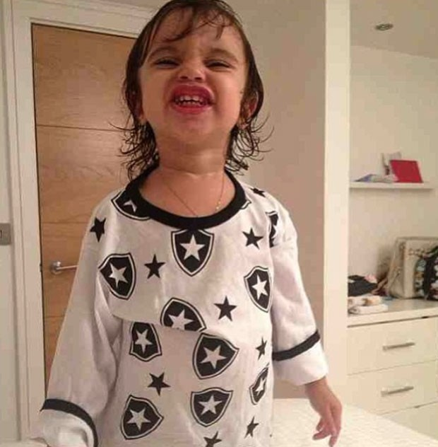 filha Rafael do Manchester United camisa Botafogo (Foto: Reprodução / Instagram)