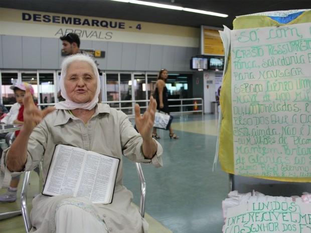 """Isaura Lima diz ser a """"velhinha mais feliz do planeta"""" (Foto: Girlene Medeiros / Do G1 AM)"""
