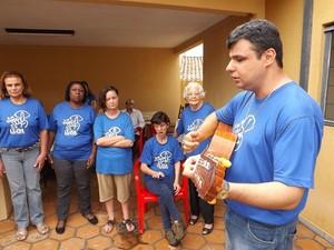 Regente Estevam é formado em música  (Foto: Alan Schneider / G1)