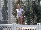 Amber Heard, mulher de Johnny Depp, curte tarde na piscina