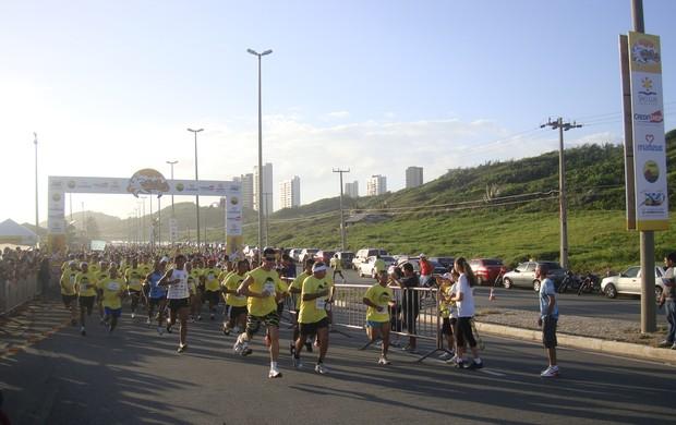 Corredores na largada da Corrida 400 anos de São Luís, na Avenida Litorânea, neste domingo (Foto: Zeca Soares/Globoesporte)
