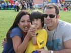 Filhos de Carla Marins e Leo Jayme participam de corrida infantil
