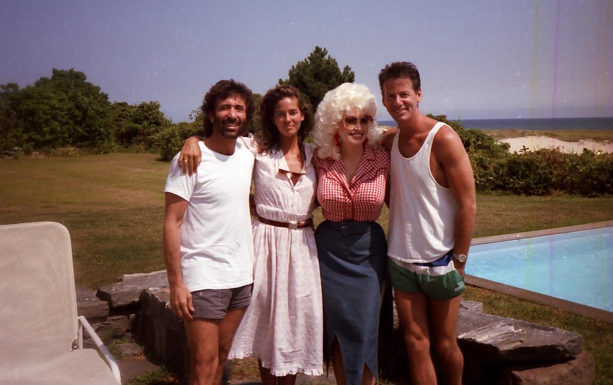 Dolly Parton e Calvin Klein. (Foto: Divulgação)