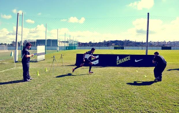 treino de velocidade na peneira A Chance em Curitiba (Foto: Daniel Cardoso)