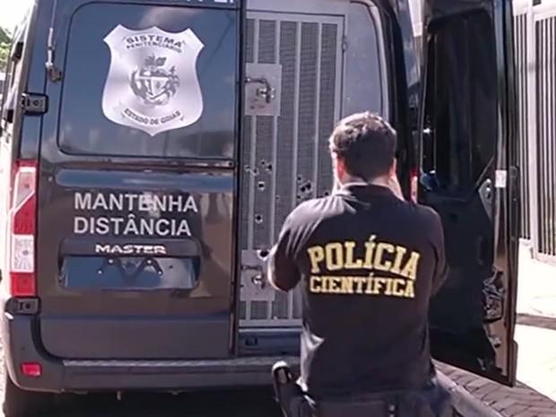 Detento é morto a tiros enquanto era levado para penitenciária em Jataí Goiás (Foto: Reprodução/TV Anhanguera)