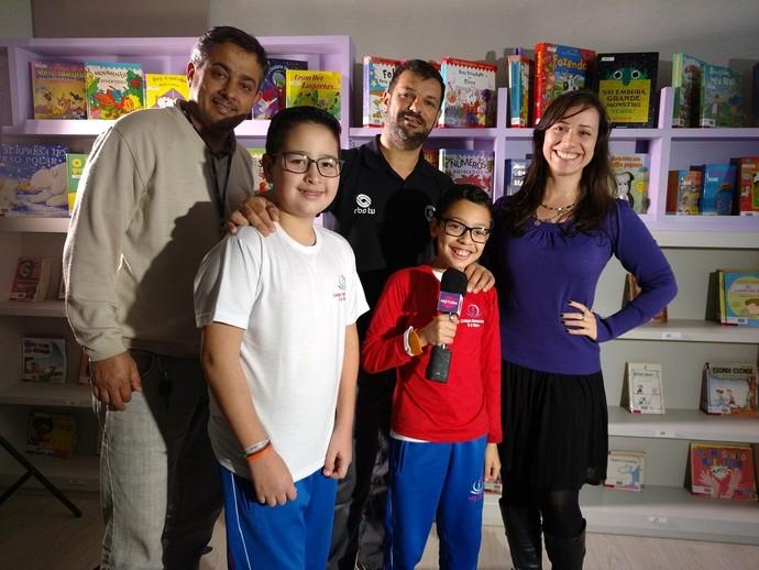 Equipe do Mistura se divertiu com as crianças durante as gravações (Foto: RBS TV/Divulgação )