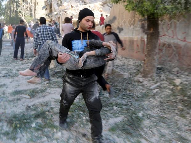 Barril se chocou contra o Centro Saif al Dawla para as Ciências e o Desenvolvimento (Foto: Reuters)